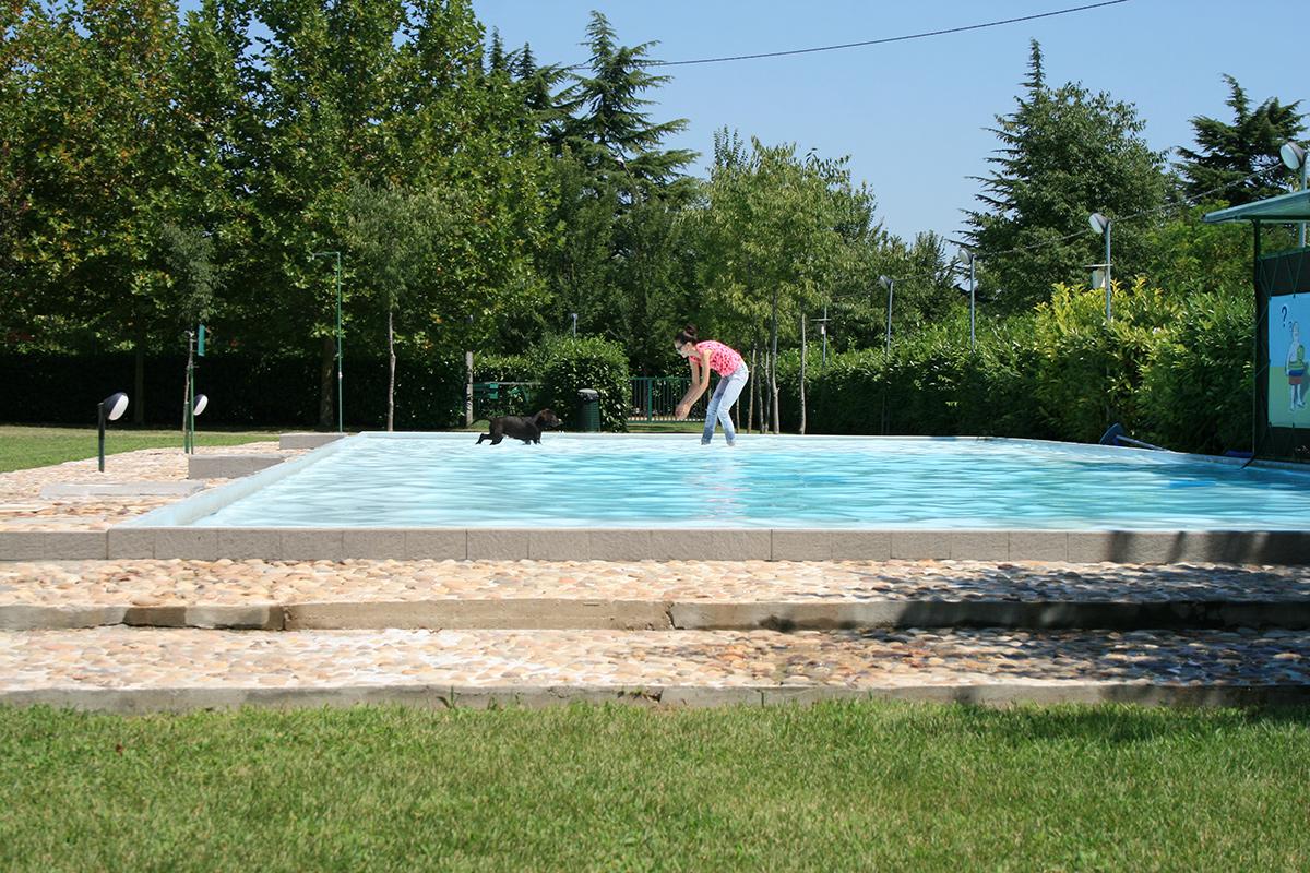 La piscina della scuola cinofila